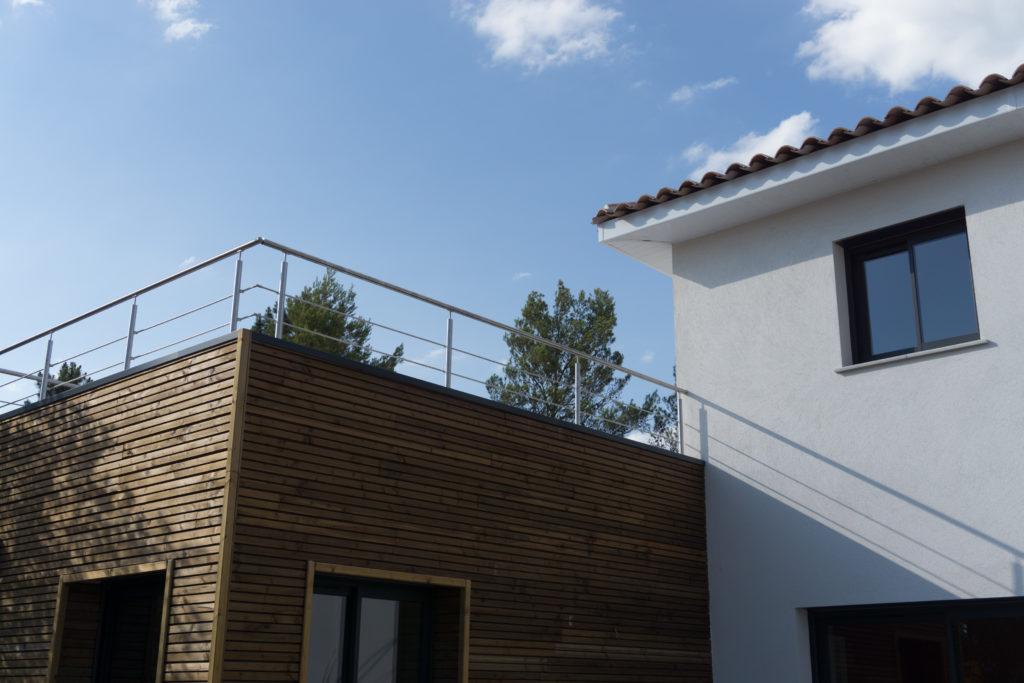 toit terrasse et toi traditionnel pour une maison contemporaine
