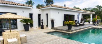 facade maison moderne et traditionnelle de plain pied