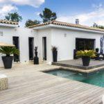 maison-moderne-piscine-sud