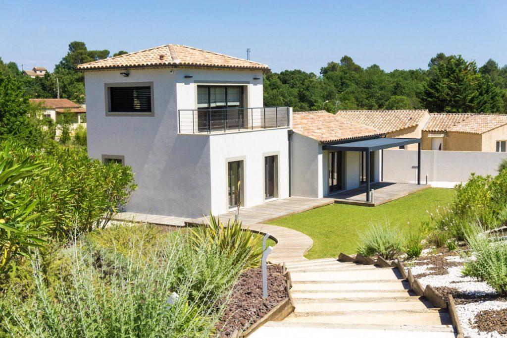 Les maisons provencales excellent vente o acheter bormes for Acheter une maison de village