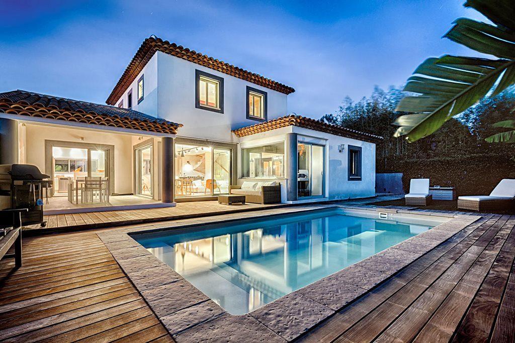 Constructeur de maisons proven ales en provence maisons blanches - Photo d interieur de maison design ...