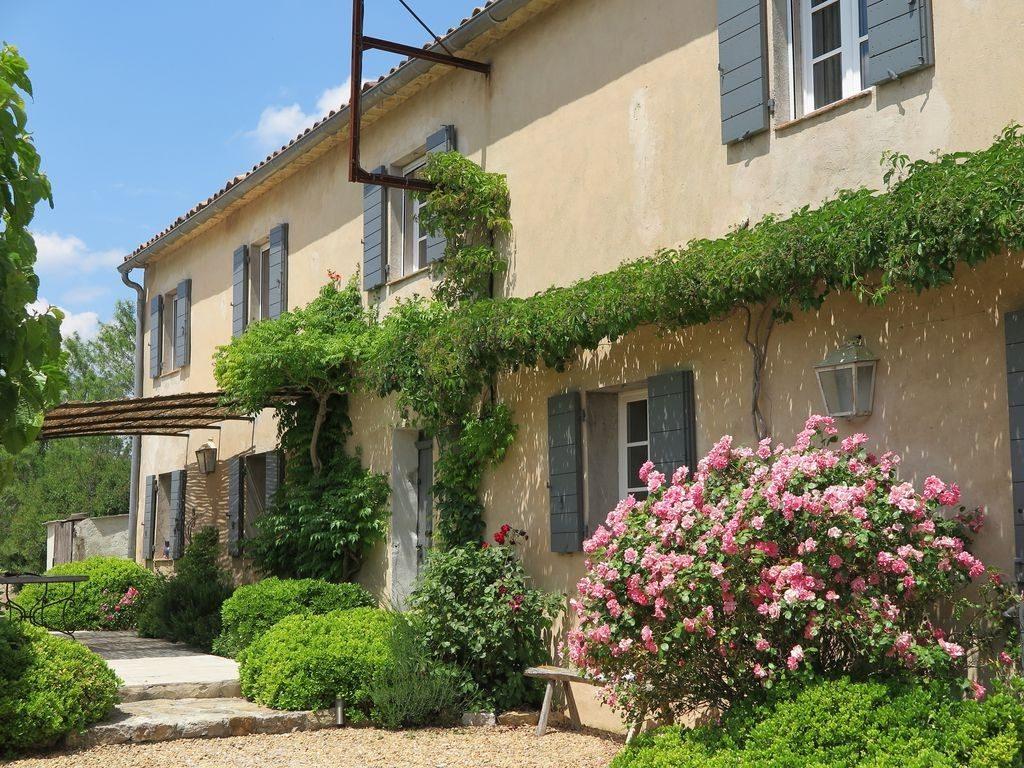 Constructeur de maisons proven ales en provence maisons blanches - Photo d une maison ...